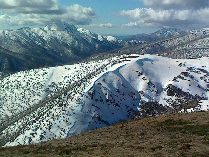 Eagle Ridge in spring conditions (2012). You access the slopes from the right, from near the top of the Gotcha and Keogh lift line.